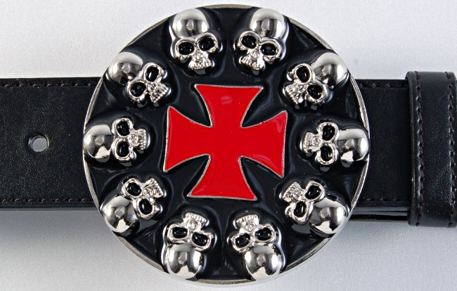 skulls_around_cross_buckle_A1003.jpeg